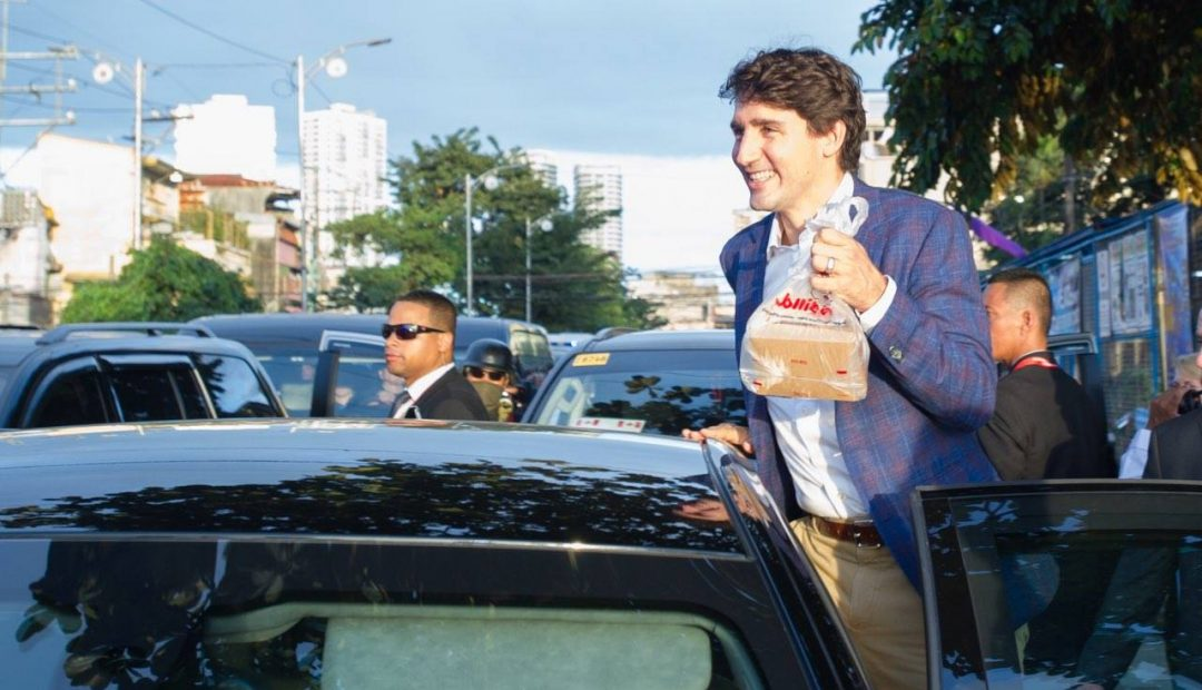 PM Trudeau takes out Jollibee meal from Tondo
